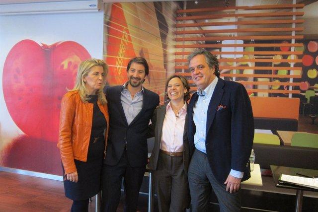 La Presidenta De Mcdonald's España, Patricia Abril, Junto A Parte De Su Equipo