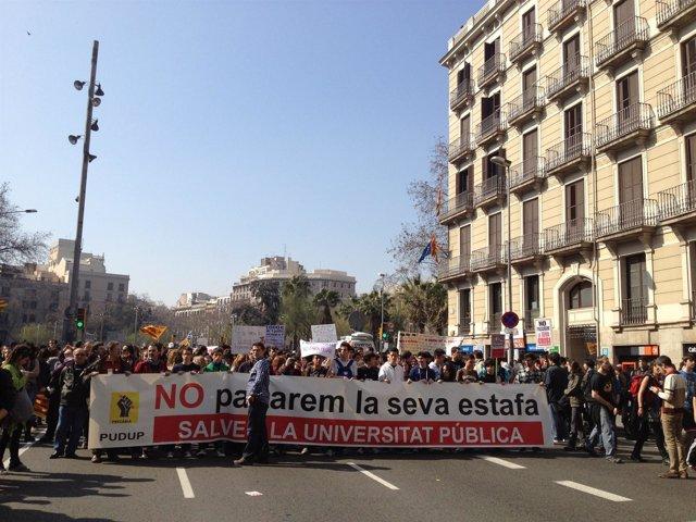Manifestación Universitaria Contra Los Recortes De La Generalitat