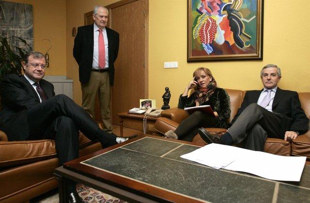Silván Con Guillermo Martín (De Pie), Isabel Carrasco Y Emilio Gutiérrez