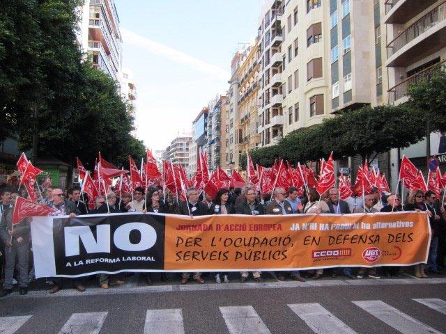 Cabecera De La Manifestación Contra La Reforma Laboral, En Valencia