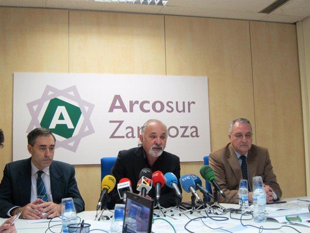 El Presidente Del Consejo Rector De Arcosur, Antonio Olmeda (Centro).