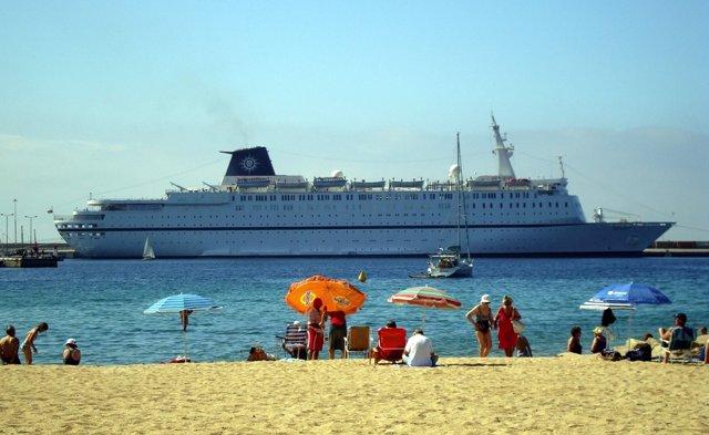 Crucero En El Puerto De Palamós