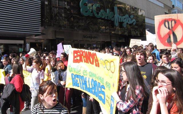 Manifestación De Estudiantes De Secundaria En Alicante