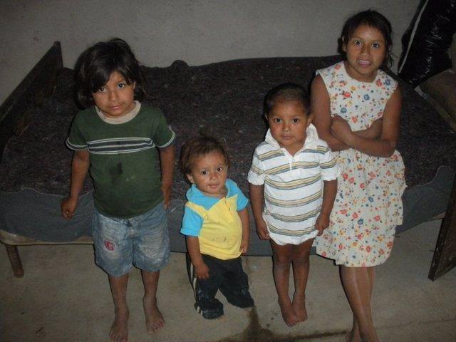 Niños En El Salvador, El Pequeño Superó El Mal De Chagas