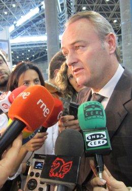 Alberto Fabra Atiende A Los Periodistas En Feria Valencia.