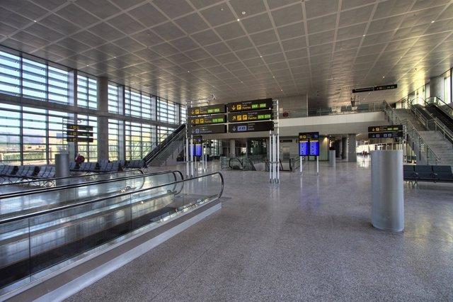 Interior Del Aeropuerto De Málaga
