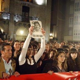 Sandra Carrasco en la manifestación de Mondragón por Isaías Carrasco, ETA