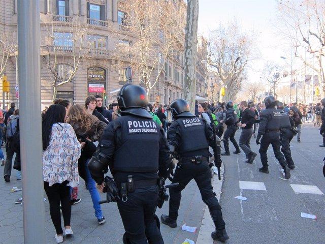 Las Protestas Universitarias Dejan Nueve Heridos