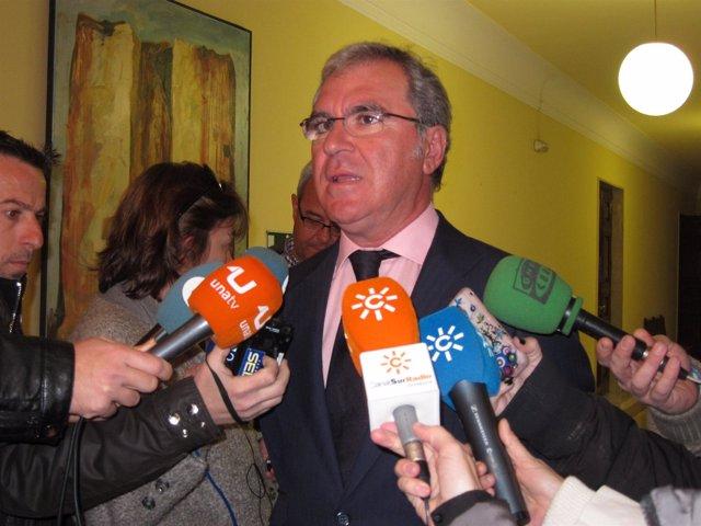 El Portavoz Del Equipo De Gobierno, Francisco Moro, Ante Los Medios.