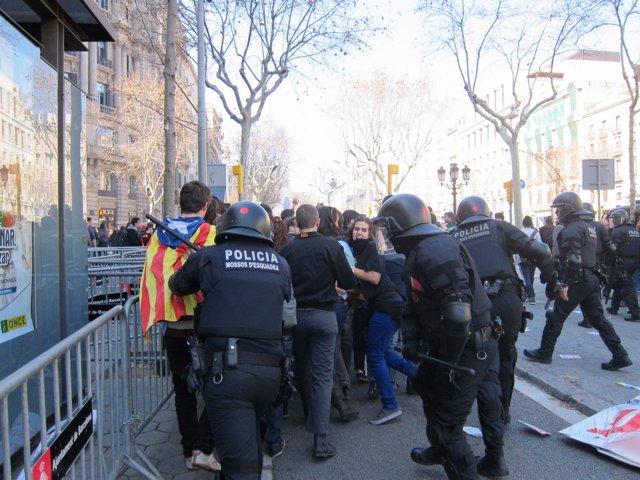 La Manifestación De Estudiantes Se Salda Con Disturbios