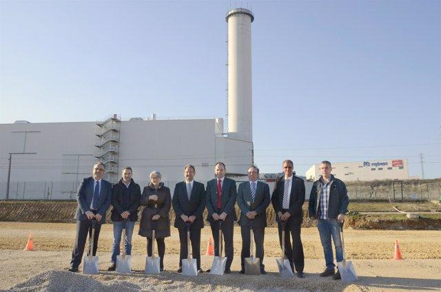 Goicoechea Con Directivos De Volkswagen Navarra Y Miembros Del Comité De Empresa