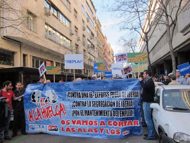 Manifestación De Trabajadores De Iberia Contra Express