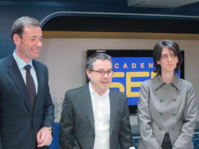 Tomás Gómez Y Pilar Sánchez Acera Junto A Javier Casal