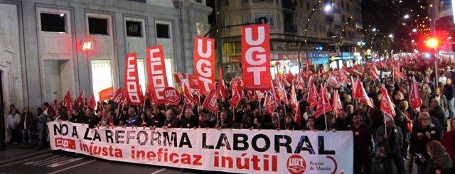 Unas 25.000 Personas, Según Sindicatos, Se Movilizan Contra Recortes En Murcia