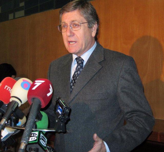 El Consejero De Economía Y Hacienda, Juan Bernal