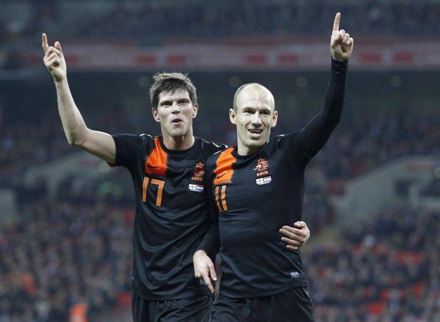 Robben Acaba Con La Ilusión De Inglaterra (2-3) En El Debut De Stuart Pearce