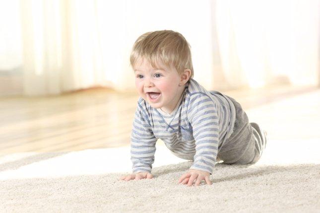 Los beneficios de gatear para los bebés