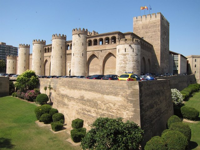 Vista Del Palacio De La Aljafería En Zaragoza
