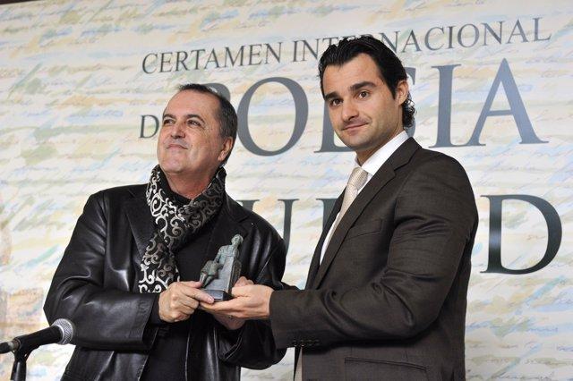 Juan Cobos Wilkins Recibe El Galardón De Manos Del Alcalde De Torrevieja