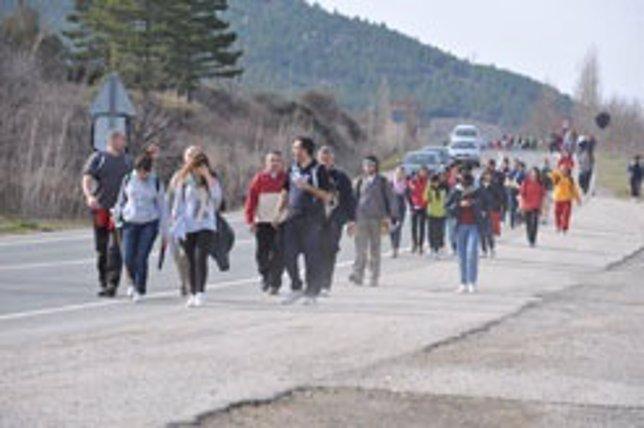 Peregrinos Caminando Al Santuario De Javier.