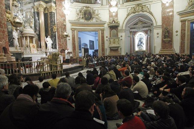 Osoro Junto A Los Jóvenes En La Vigilia En La Basílica De La Virgen