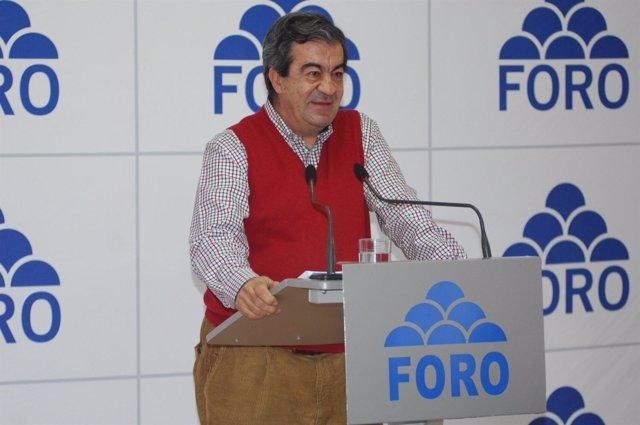 Álvarez-Cascos En Un Acto Político De Foro