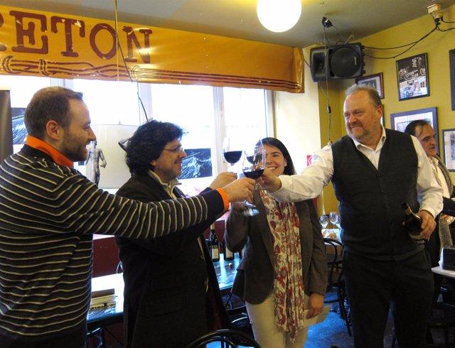 Iwasaki Brinda Tras Recibir El Premio 'Bodegas Olarra & Café Bretón'