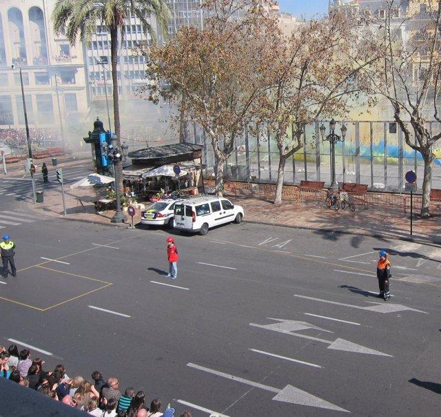 Imagen De Una 'Mascletà' Fallera En La Plaza Del Ayuntamiento De Valencia