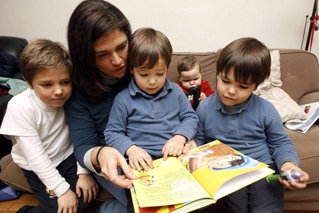 María Carmen Con Sus Cuatro Hijos