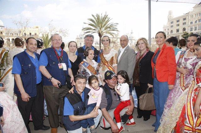 Las Falleras Mayores De Valencia En La Tercera Mascletà De Fallas 2012