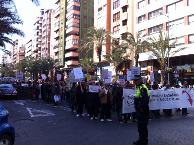 """Manifestación Contra Los """"Abusos Bancarios"""" En Alicante"""