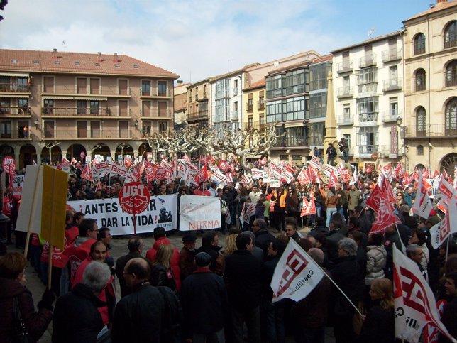 Participantes En La Manifestación En Soria En  Favor De Puertas Norma.