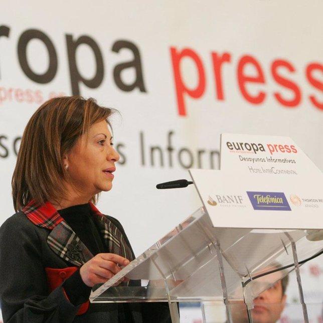 La Ministra de Medio Ambiente, Rural y Marino, Elena Espinosa, en un desayuno de