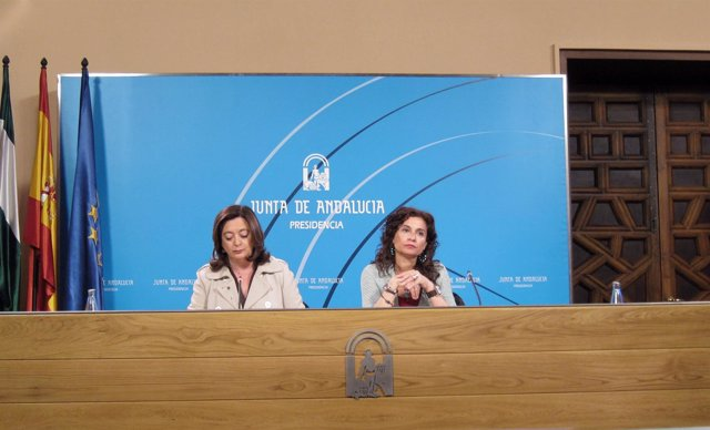 Mar Moreno Y María Jesús Montero En Un Momento De La Comparecencia