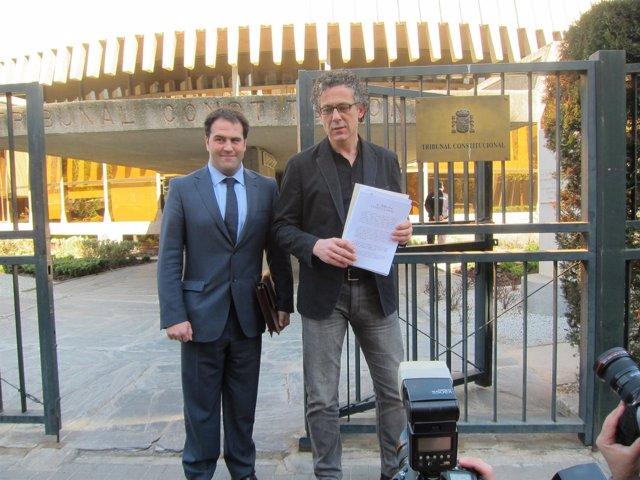 El Portavoz De Amaiur Mikel Errenkondo Y El Diputado Jon Iñarritu