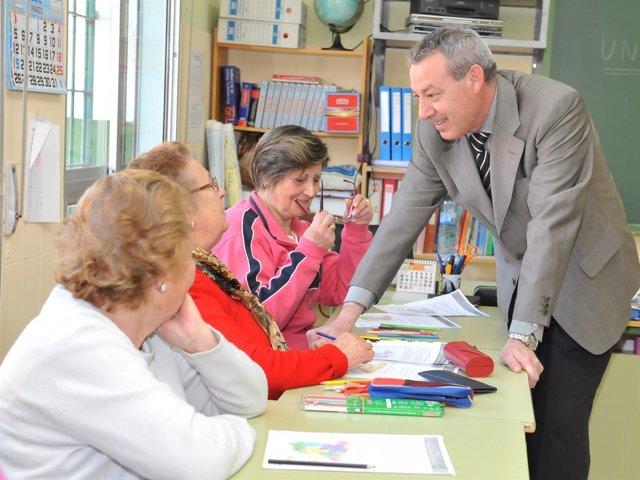 Consejero De Educación, Francisco Álvarez De La Chica, En Un Centro De Adultos.