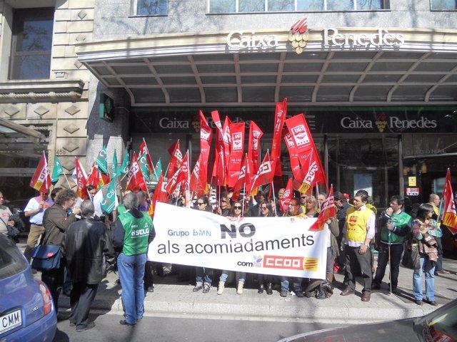 Empleados De BMN Protestan Ante Despidos En Barcelona