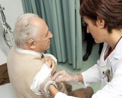 El 95% de los afectados por la gripe en la actual campaña no se había vacunado, según el Carlos III