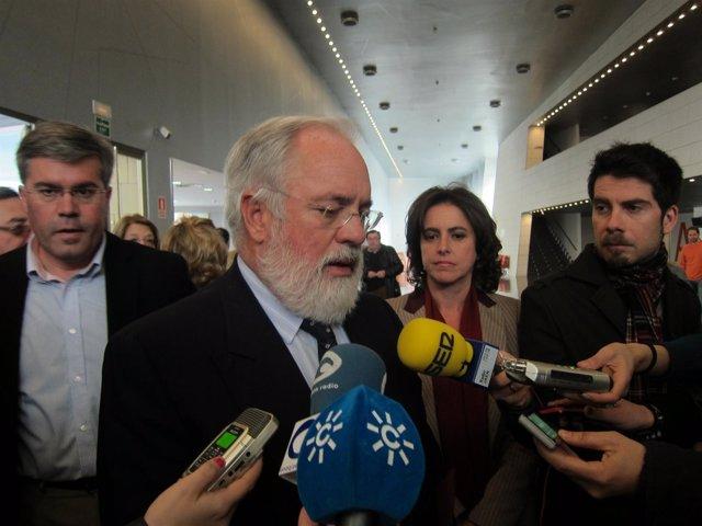 Arias Cañete Atienden A Los Medios Antes De Reunirse Con El Sector Oleícola.