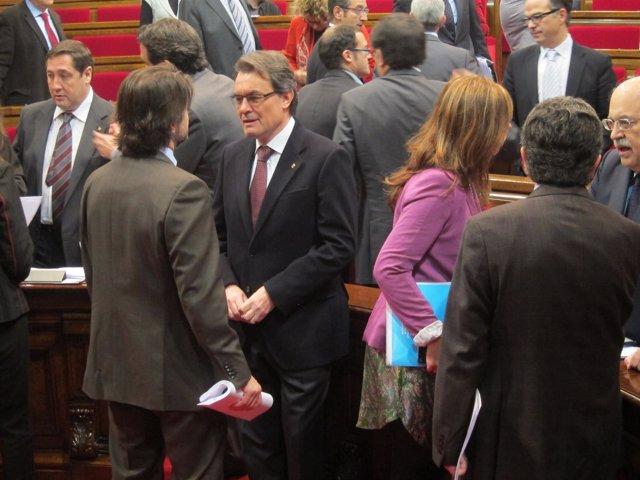 Oriol Pujol Y El Pte.Artur Mas (Ciu) Hablando En El Parlament