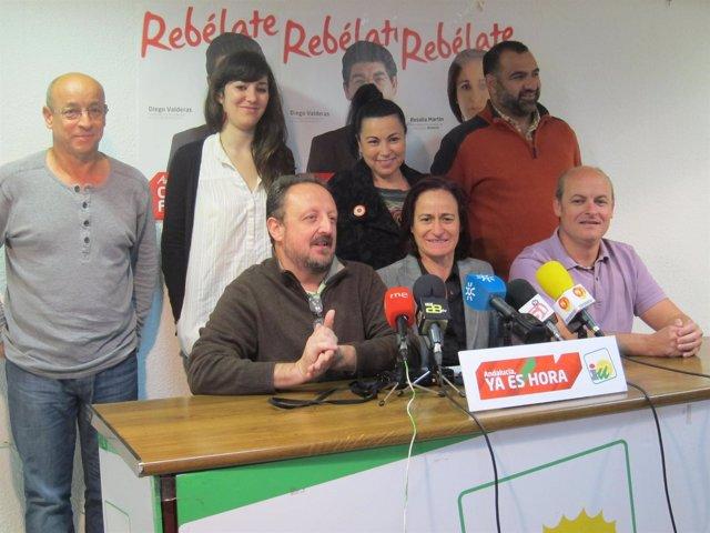 Rosalía Martín, En El Centro, Junto A Los Miembros De Su Candidatura