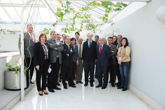 Cagigas Con Los Miembros De La Comisión Y El Comité Ejecutivo Del CERMI