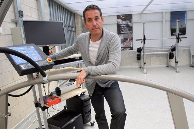 Mikel Izquierdo, En El Laboratorio De Biomecánica Y Fisiología
