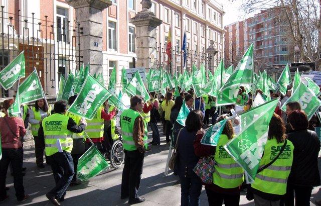 Manifestación Convocada Por Satse Frente A La Consejería De Sanidad