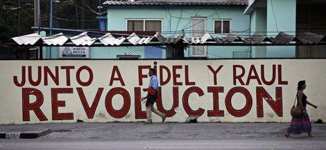 Mural Propagandístico En Una Calle De La Habana