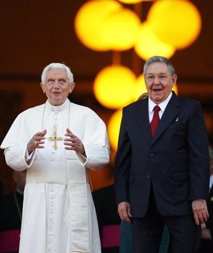 El Papa se reúne con Raúl Castro durante más de media hora