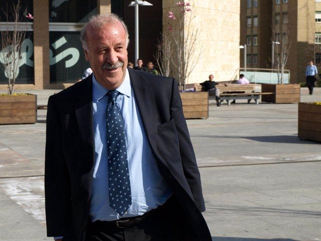 El Seleccionador Nacional Vicente Del Bosque Durante Su Visita A Salamanca