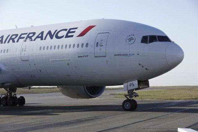 Un Avión De La Compañía Air France