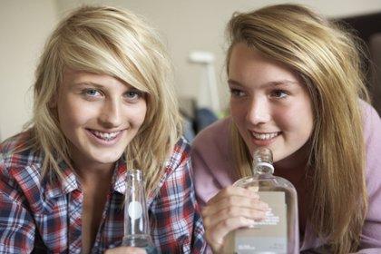 El alcohol deteriora el cerebro (y más el de las chicas)