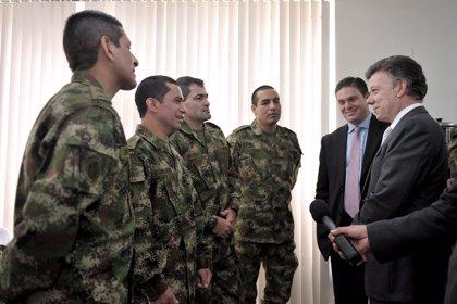 Colombia.- Los uniformados liberados por las FARC expresan a Santos su interés de volver a las fuerzas de seguridad